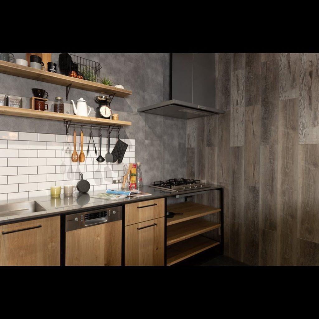 スタイリッシュなフレームキッチン・設置例1