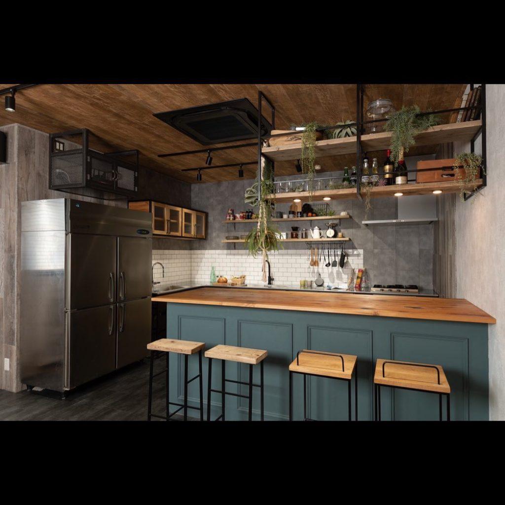 スタイリッシュなフレームキッチン・設置例2