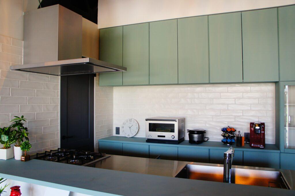 ステンレス天板のシンプルキッチン【HAGS GATE KITCHEN】・設置例2